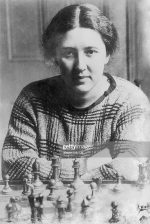 (Eingeschränkte Rechte für bestimmte redaktionelle Kunden in Deutschland. Limited rights for specific editorial clients in Germany.) Vera Menchik 1906-1944 chess playerin,  CZ/GB portrait with chess board late twenties  (Photo by ullstein bild/ullstein bild via Getty Images)